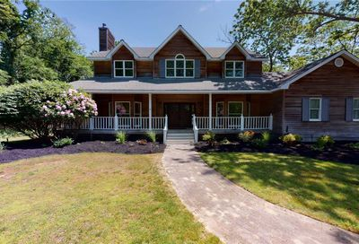 33 Evergreen Ave East Moriches NY 11940