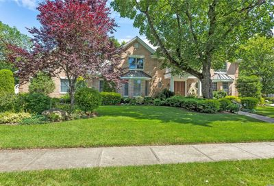 33 Knoll Lane Roslyn Heights NY 11577