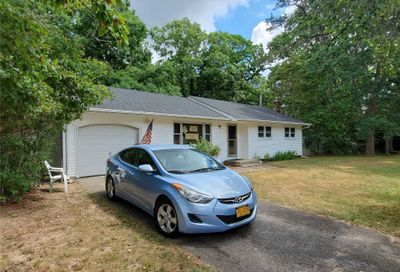 11 Pine Rd Middle Island NY 11953