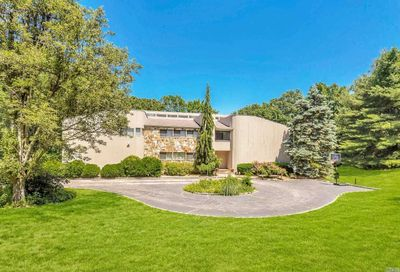 22 W. View Drive Upper Brookville NY 11771