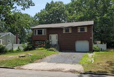 34 W Willow St Brentwood NY 11717