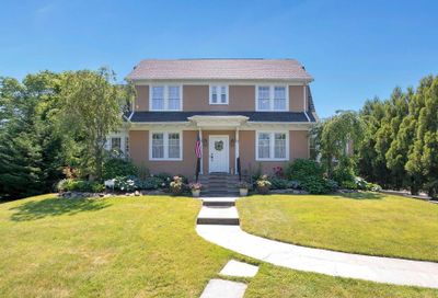 61 S Windsor Avenue Brightwaters NY 11718