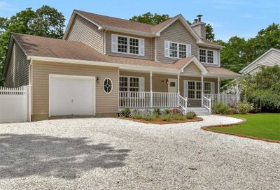 24 Riverhead Road East Moriches NY 11940