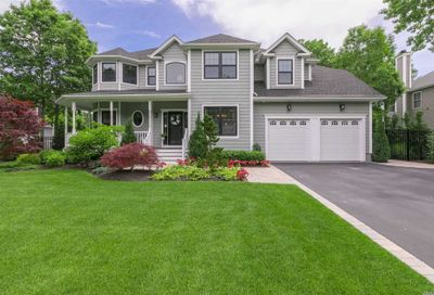 8 Gabrielle Ct St. James NY 11780
