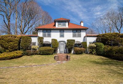 216 E Lakeview Avenue Brightwaters NY 11718