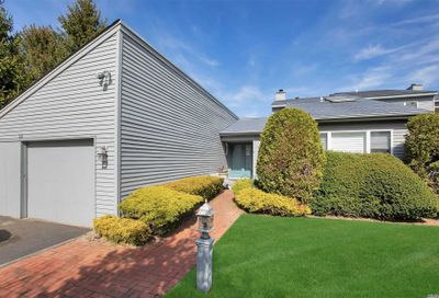 13 Harbour Dr Blue Point NY 11715