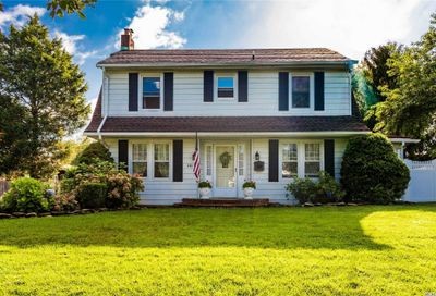 442 Richland Boulevard Brightwaters NY 11718