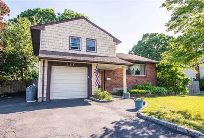160 Country Village Ln East Islip NY 11730