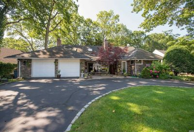 12 Copperbeech Place Merrick NY 11566