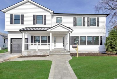 8 Piper Place Old Bethpage NY 11804