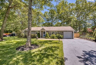 34 Harts Rd East Moriches NY 11940
