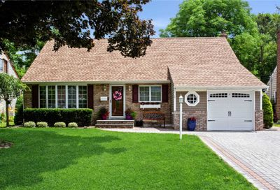 121 Tanners Pond Road Garden City NY 11530