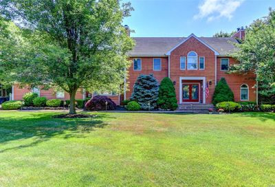 19 Deer Meadow Run Brookhaven NY 11719