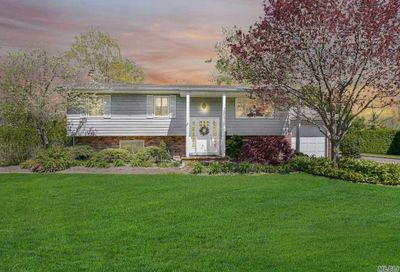 27 Country Greens Dr Bellport NY 11713