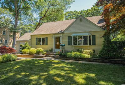 554 Potter Boulevard Brightwaters NY 11718