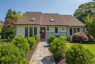 296 E Lakeview Avenue Brightwaters NY 11718