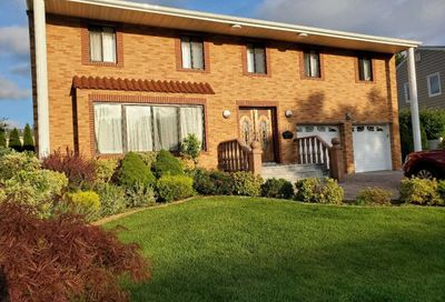 23 Bridle Path Roslyn NY 11576