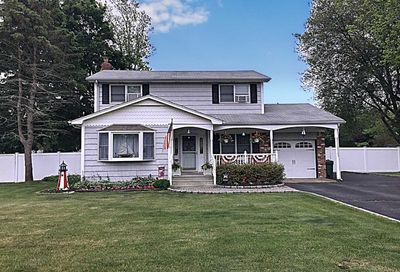 44 Eastover Rd Sayville NY 11782