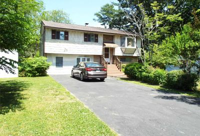 17 Bergen St Brentwood NY 11717