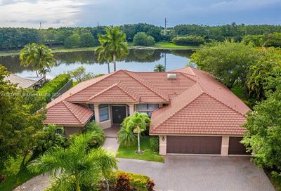 397 Coconut Cir Weston FL 33326