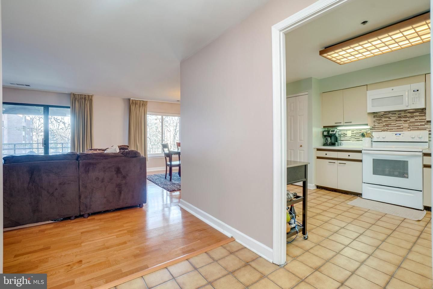 2 Southerly Court 407
