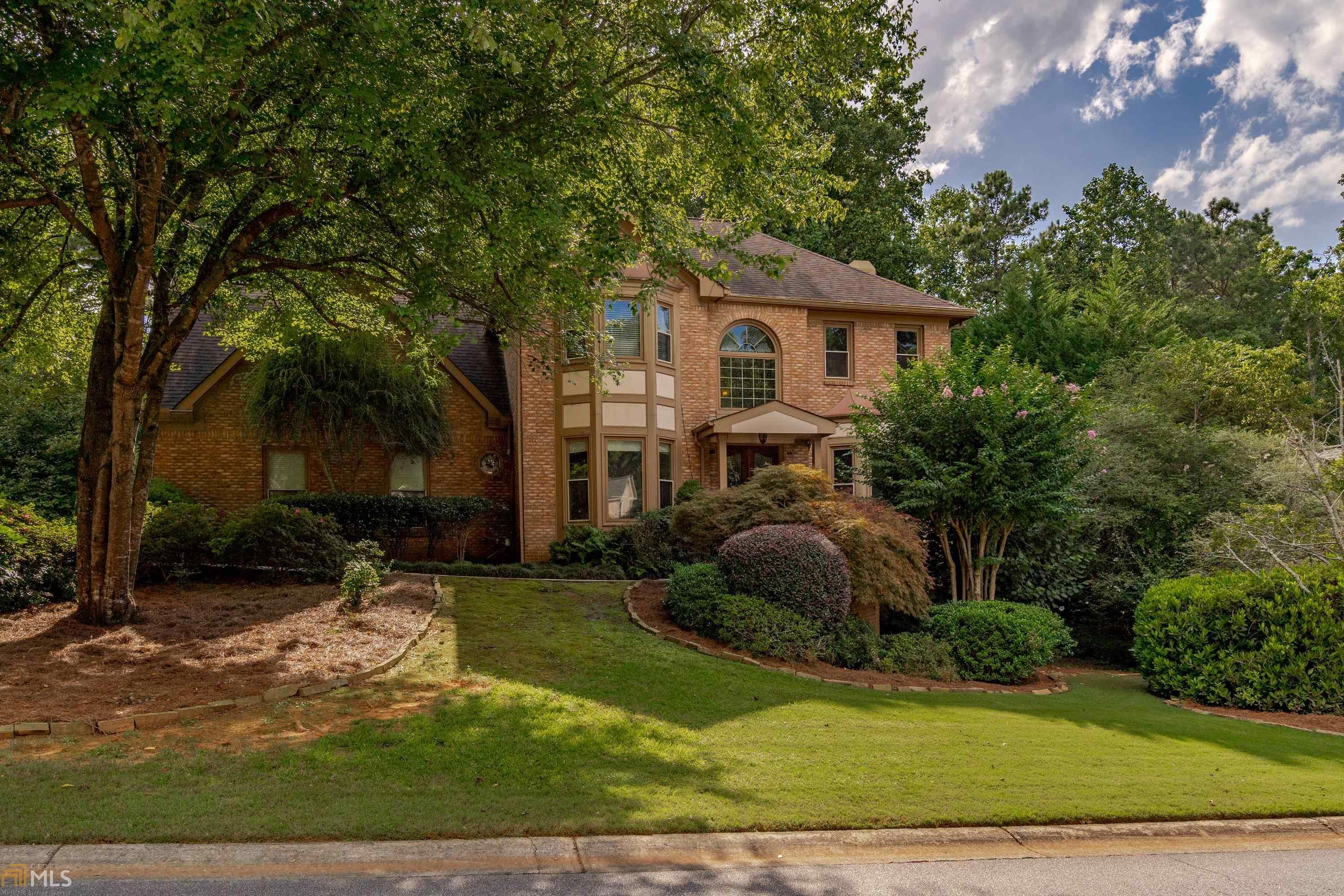 166 Colonial Dr