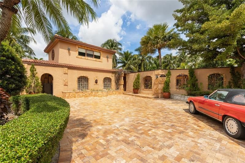 1675 Coral Gardens Dr