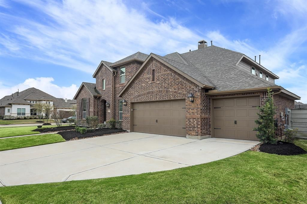 2714 Walnut Trail Lane