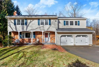 27 Musket Ridge Road New Fairfield CT 06812