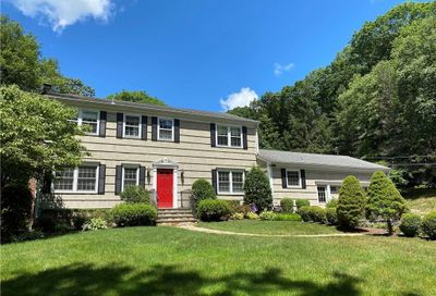 8 Evergreen Road New Canaan CT 06840