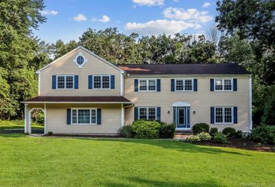38 Grand Place Newtown CT 06470