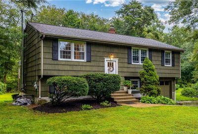 33 South Cobblers Court East Lyme CT 06357