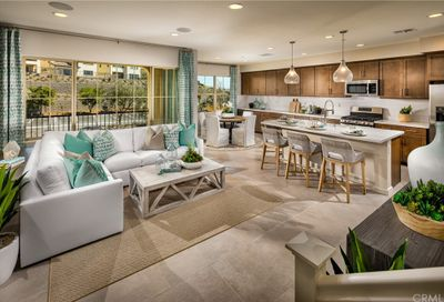104 Skypoint Lake Forest CA 92610