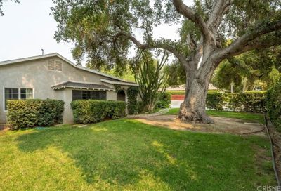 23263 8th Street Newhall CA 91321