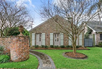 100  COUNTRY CLUB Drive New Orleans LA 70124