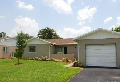 2413 NW 98th Ter Coral Springs FL 33065