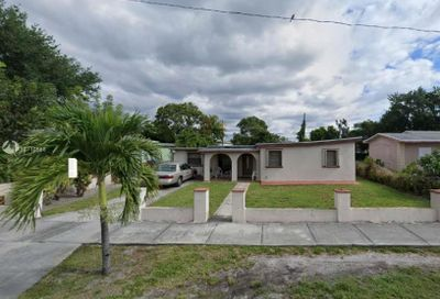 4241 SW 27th St West Park FL 33023