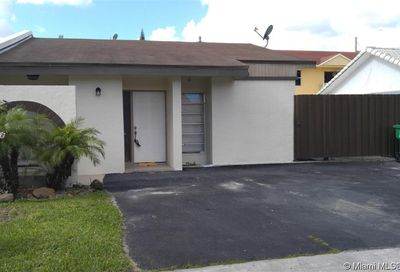 30 SW 113th Ct Sweetwater FL 33174
