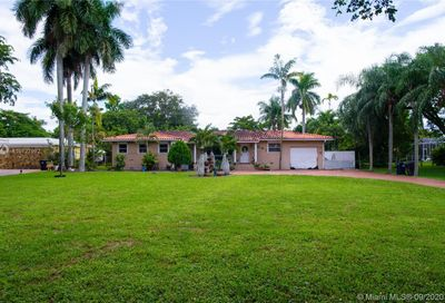 940  Hunting Lodge Dr Miami Springs FL 33166