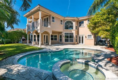 800 Beacon Ct Hollywood FL 33019