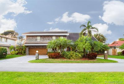451 W Lake Dasha Dr Plantation FL 33324