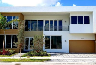 10297 NW 75th Ter Doral FL 33178