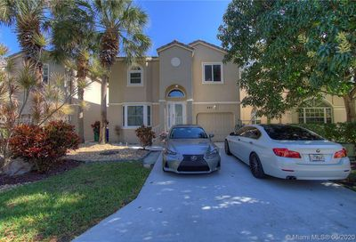 447 NW 87th Ter Coral Springs FL 33071
