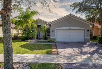 19394 S Whitewater Ave Weston FL 33332