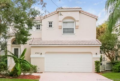 4745 NW 114th Dr Coral Springs FL 33076
