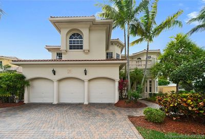 840 Beacon Ct Hollywood FL 33019