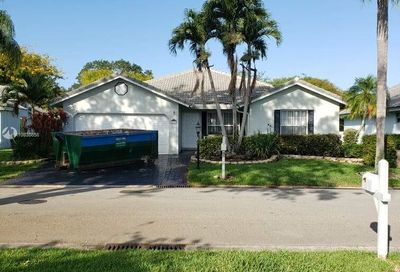 5332  Pine Cir Coral Springs FL 33067