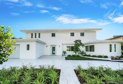 2535 Pine Tree Dr Miami Beach FL 33140