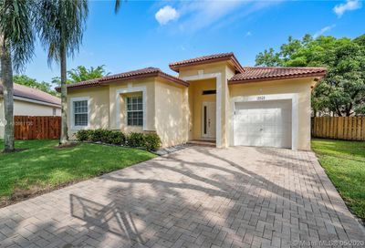 4050 NW 61st Way Coral Springs FL 33067
