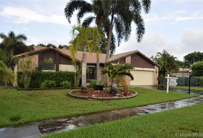6530 W Falcons Lea Dr Davie FL 33331